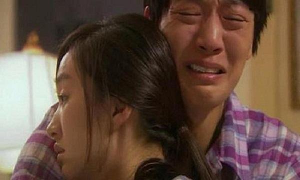 Đàn bà khóc bằng mắt, đàn ông khóc bằng tim - Hình 1